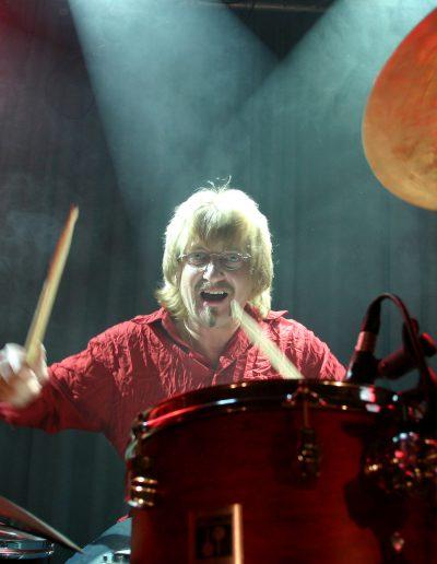 fotograf event modenschauen konzerte band forografBild Nr.2703047004_Titel Rockband Hayden in Concert Schlagzeuger_Bilddaten 4134x2756 Pixel 5.062 KB